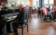 Muziek als dagelijks 'instrument' in verpleeghuiszorg