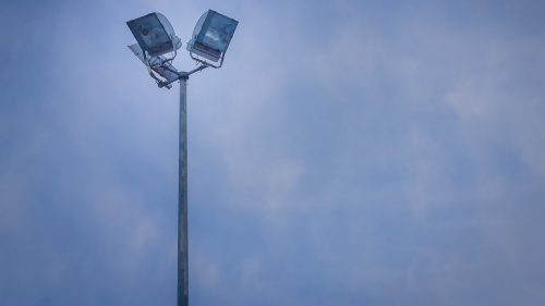 Gemeente vervangt lichtmasten sportparken
