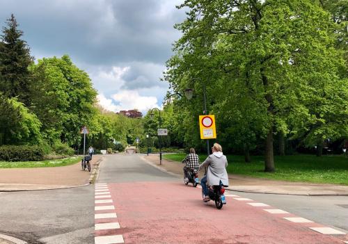 College wil snorfietsen weren van vrij liggende fietspaden