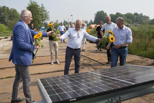 Eerste panelen zonnepark bij De Mikkelhorst geplaatst