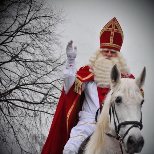 Sinterklaas ondanks corona tóch op bezoek in Haren