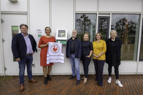 Er hangt nu ook een AED aan het voormalige gemeentehuis in Haren